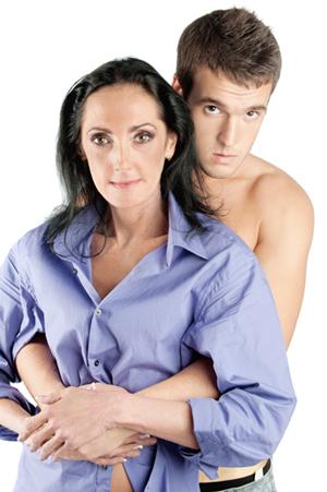фото молодые парни и зрелые женщины